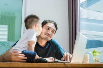 How Online Communities Help Dads with Parenting