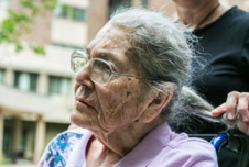 Happy Caregivers May Help Dementia Patients Stay Alive