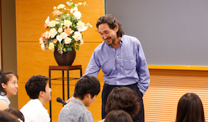 Stephen Murphy-Shigematsu teaching a class